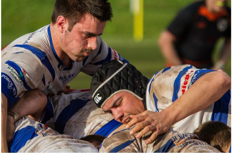 Mit vereinten Kräften stürmen Jack Longley und Kevin Klein in Richtung Finale