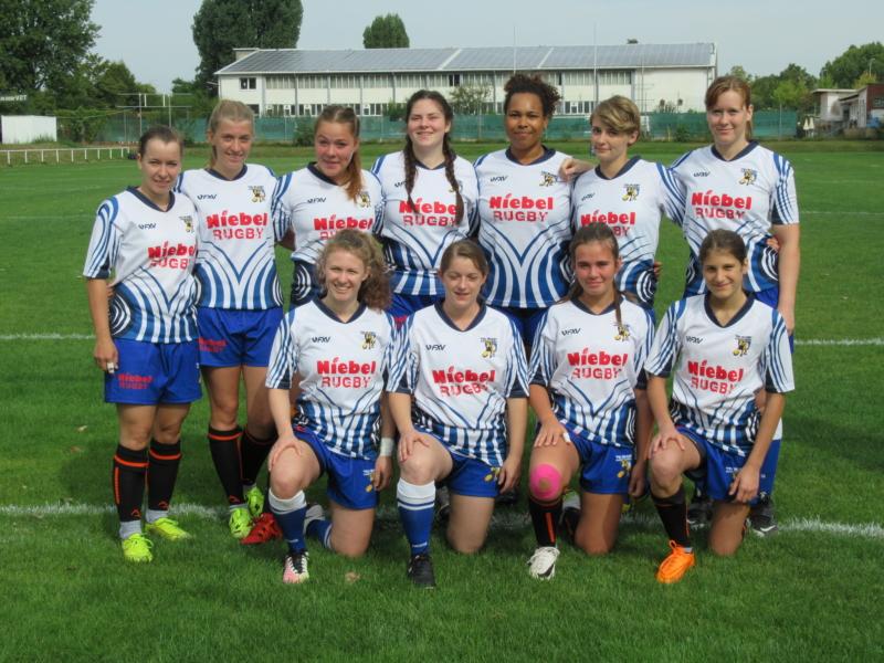 Frauenmannschaft beim Saisonauftakt