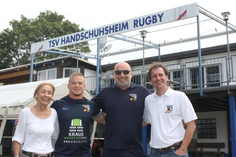 v.l.n.r.: Elke Bayer (Jugendleiterin), Vincent Spies (U14-Trainer und Jugendkoordinator), Uli Reutner, Volker Kraft (Abteilungsleiter)